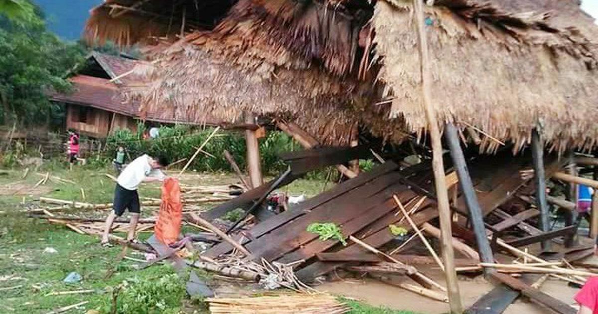 Mưa đá, lốc xoáy ở Nghệ An làm nhiều nhà dân tốc mái