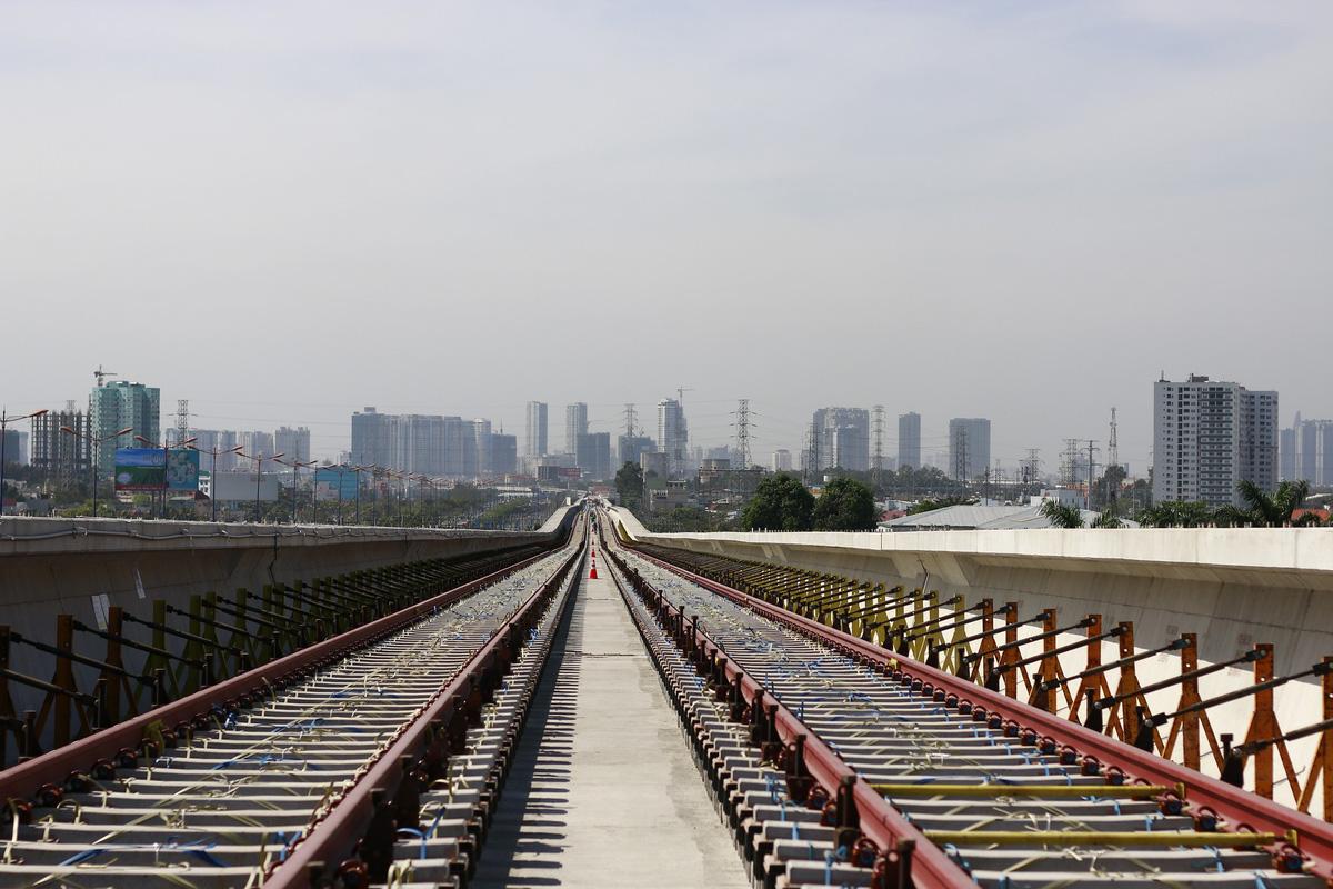 Đã lắp được hơn 1,5km đường ray tuyến Metro số 1
