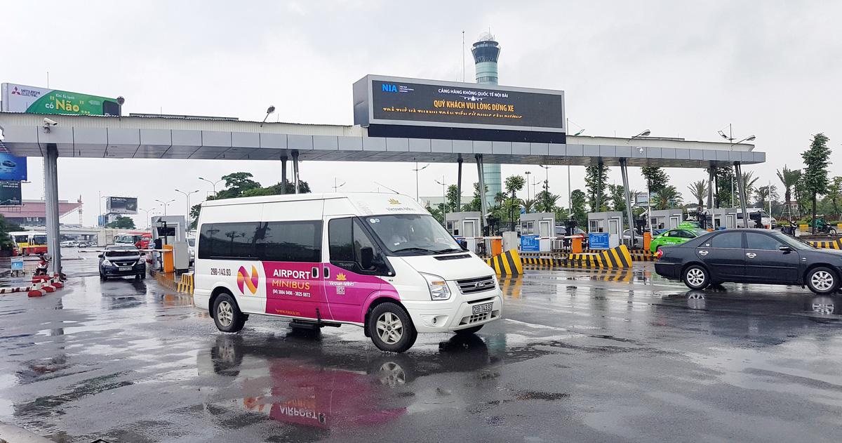Đề xuất báo cáo Chính phủ tạm dừng thu phí vào sân bay