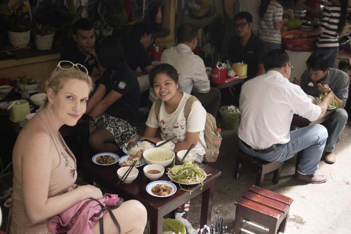 Hướng dẫn miễn phí du khách nước ngoài
