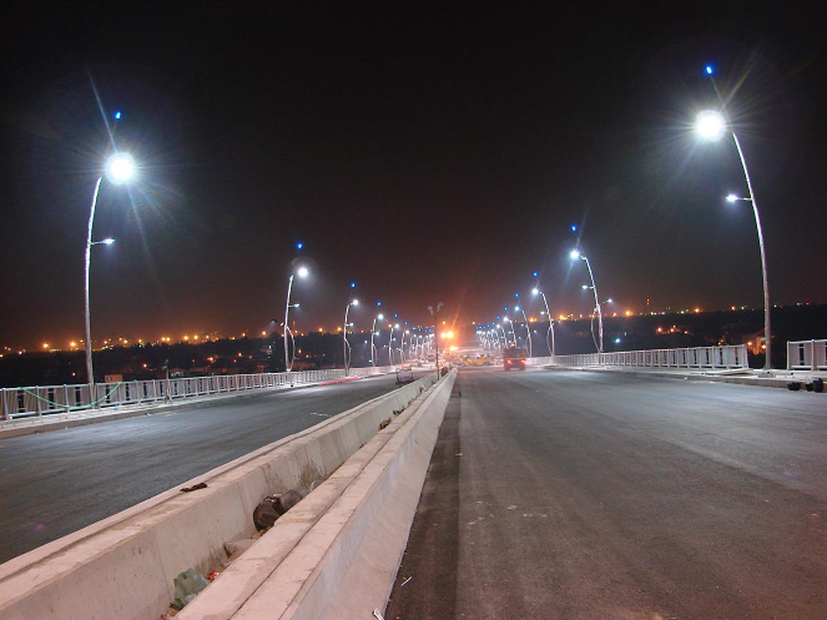 Hà Nội thay thế các loại đèn thủy ngân cao áp thành các loại/ đèn đường led