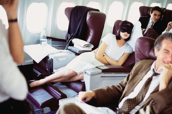 6 cách để ngủ ngon khi đi máy bay - Ảnh 3.