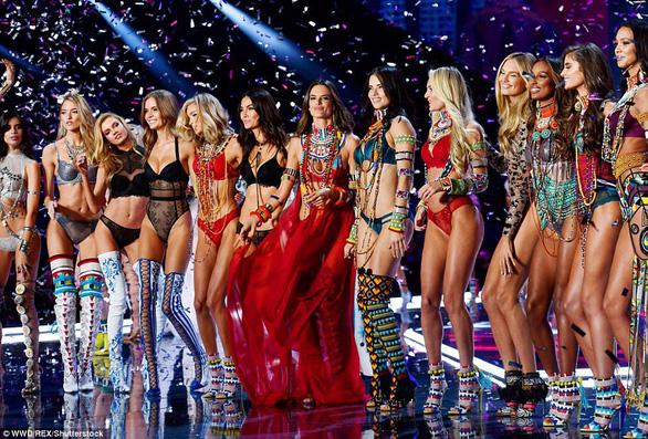 Hình ảnh ấn tượng tại Victoria's Secret Fashion Show 2017 - Ảnh 22.