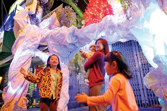 Xóm đạo Sài Gòn lung linh đón Giáng sinh - Ảnh 7.