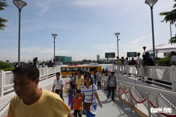 Tuyến buýt sông đầu tiên ở Sài Gòn chính thức hoạt động - Ảnh 9.