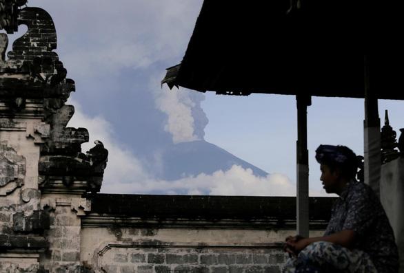 Di tản 100.000 người ở Bali vì núi lửa rùng mình - Ảnh 1.