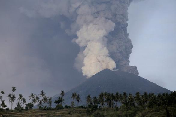 Di tản 100.000 người ở Bali vì núi lửa rùng mình - Ảnh 4.
