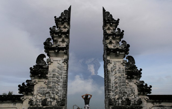 Di tản 100.000 người ở Bali vì núi lửa rùng mình - Ảnh 5.