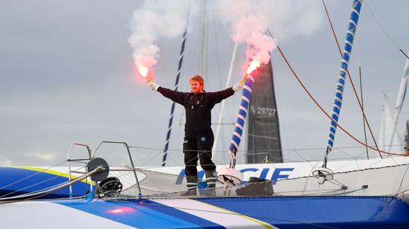 Một mình lái thuyền vòng quanh thế giới trong 42 ngày, 16 giờ - Ảnh 1.