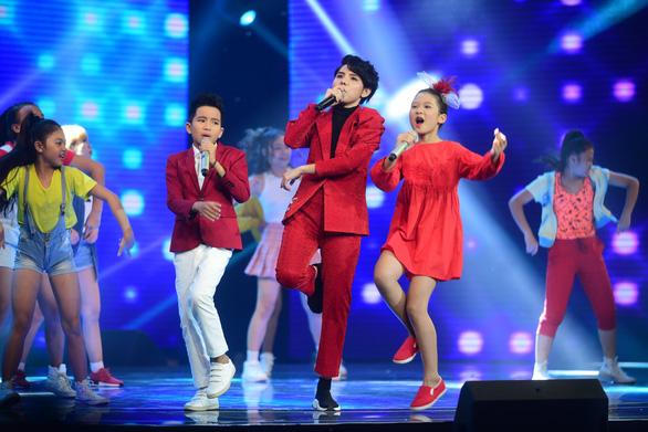 Ngọc Ánh giành quán quân Giọng hát Việt nhí 2017 - Ảnh 16.