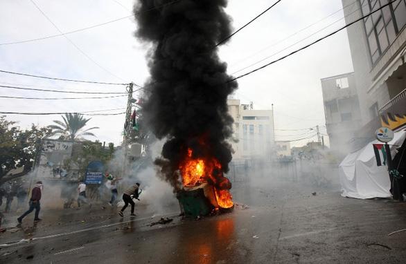 Biểu tình bạo lực phản đối Mỹ về quyết định Jerusalem - Ảnh 1.