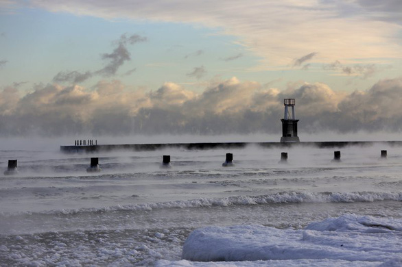 Du khách khổ sở vì bão tuyết ở Anh, Mỹ - Ảnh 9.