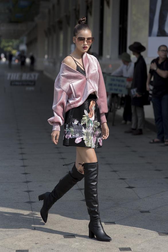 Thời trang đường phố độc lạ tại Vietnam International Fashion Week - Ảnh 5.