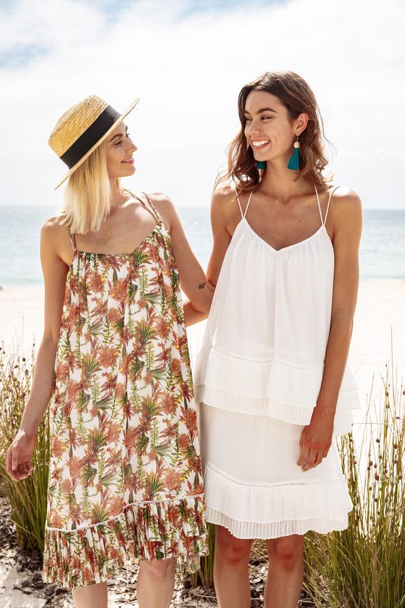 Chiêm ngưỡng những mẫu áo đi biển hot nhất mùa hè này ở Úc - Ảnh 7.