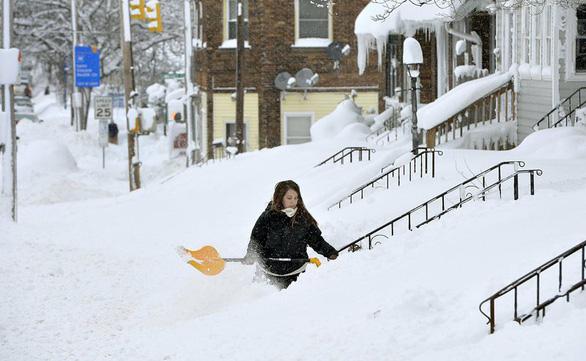 Du khách khổ sở vì bão tuyết ở Anh, Mỹ - Ảnh 12.