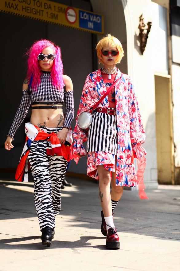 Thời trang đường phố độc lạ tại Vietnam International Fashion Week - Ảnh 7.