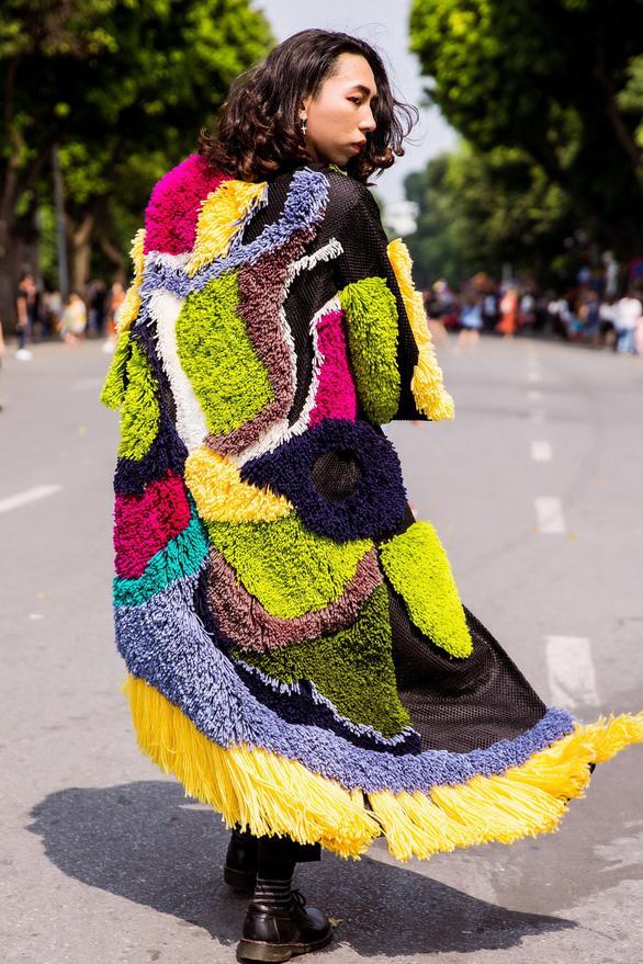Thời trang đường phố độc lạ tại Vietnam International Fashion Week - Ảnh 8.