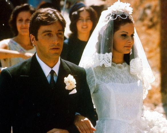 Ngắm lại những chiếc váy cưới nổi tiếng nhất thế giới - Ảnh 2.