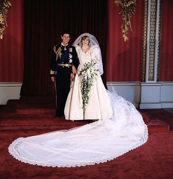Ngắm lại những chiếc váy cưới nổi tiếng nhất thế giới - Ảnh 3.