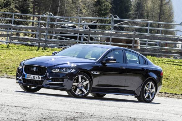 Jaguar XE 2018: ghế sau thích hợp cho trẻ và thú cưng - Ảnh 2.