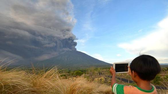 Di tản 100.000 người ở Bali vì núi lửa rùng mình - Ảnh 3.