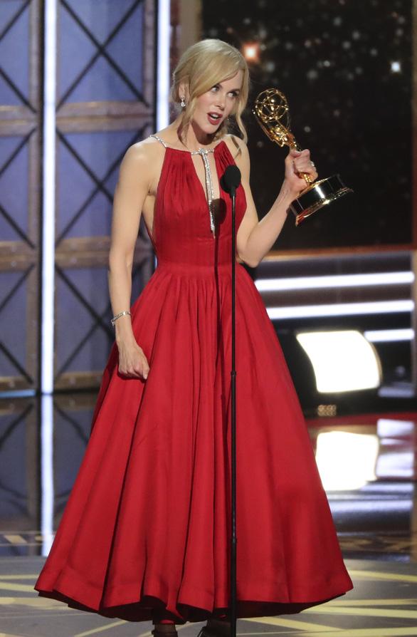 Nicole Kidman lại được vinh danh ở Emmy 2017 - Ảnh 6.