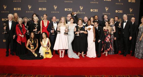 Nicole Kidman lại được vinh danh ở Emmy 2017 - Ảnh 8.