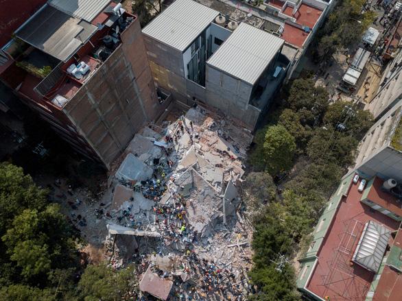 Trắng đêm tìm kiếm nạn nhân động đất ở Mexico - Ảnh 6.