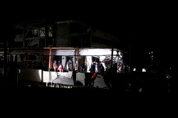 Trắng đêm tìm kiếm nạn nhân động đất ở Mexico - Ảnh 4.