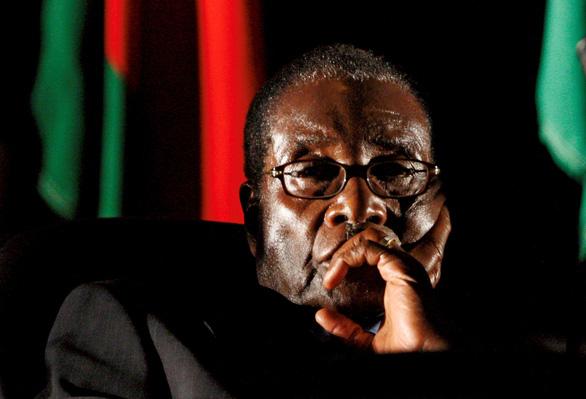 Tổng thống Mugabe đã hủy hoại Zimbabwe như thế nào? - Ảnh 1.