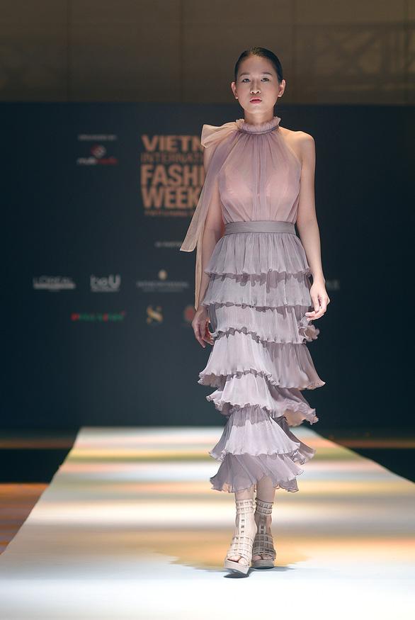 Công Trí mở màn Tuần lễ thời trang quốc tế Việt Nam - Ảnh 4.