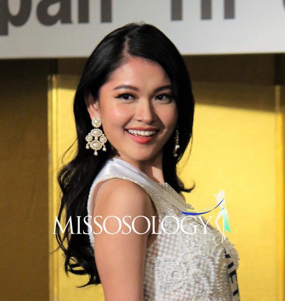 Á hậu Thùy Dung mang tranh của người khuyết tật đến Hoa hậu quốc tế 2017 - Ảnh 5.