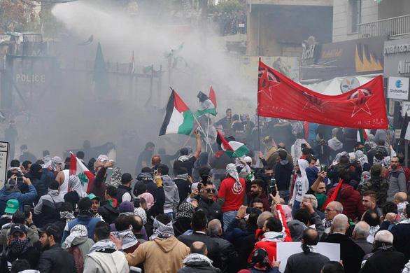 Biểu tình bạo lực phản đối Mỹ về quyết định Jerusalem - Ảnh 6.