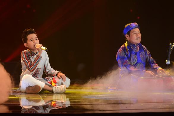 Ngọc Ánh giành quán quân Giọng hát Việt nhí 2017 - Ảnh 9.