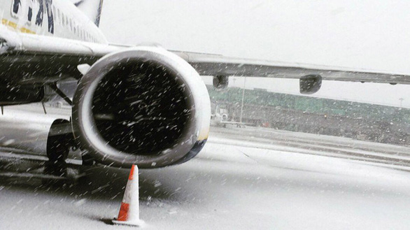 Du khách khổ sở vì bão tuyết ở Anh, Mỹ - Ảnh 3.