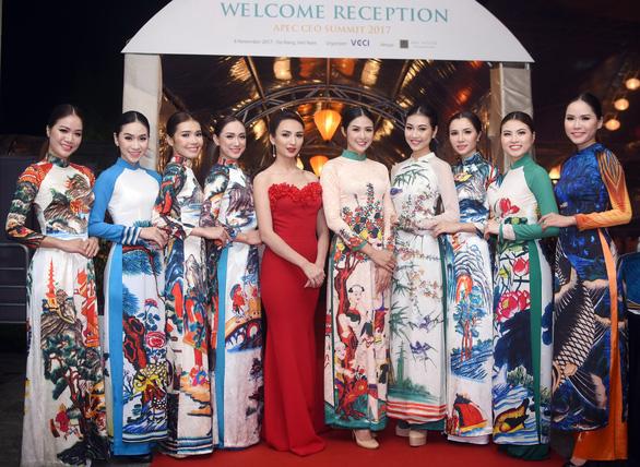 Ngọc Hân trình diễn Bức họa đồng quê tại APEC - Ảnh 3.