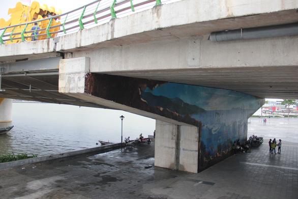 Biến gầm cầu thành nơi chụp ảnh - Ảnh 2.