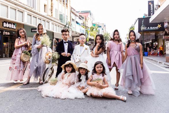 Thời trang đường phố độc lạ tại Vietnam International Fashion Week - Ảnh 9.