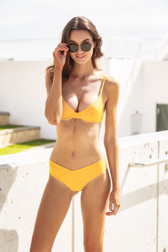 Chiêm ngưỡng những mẫu áo đi biển hot nhất mùa hè này ở Úc - Ảnh 5.