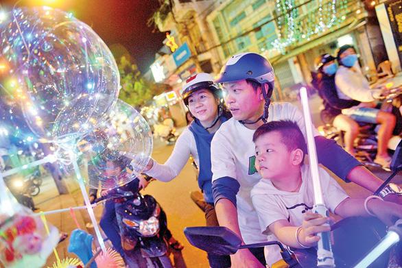Xóm đạo Sài Gòn lung linh đón Giáng sinh - Ảnh 3.