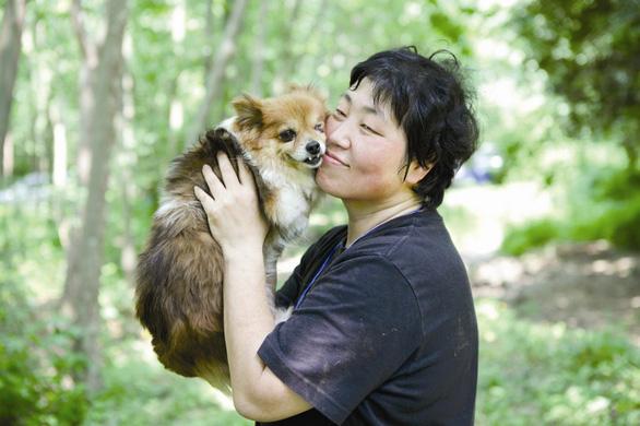 Nữ đạo diễn quyền lực nhất Hàn Quốc khen người làm phim trẻ - Ảnh 1.