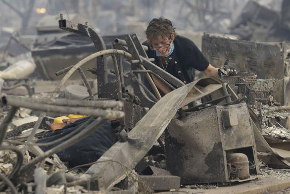 4 ngày chìm trong biển lửa của California - Ảnh 22.
