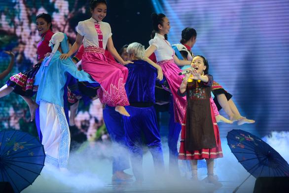 Ngọc Ánh giành quán quân Giọng hát Việt nhí 2017 - Ảnh 13.