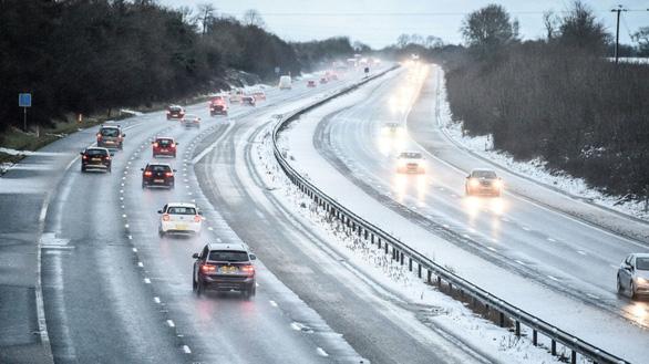 Du khách khổ sở vì bão tuyết ở Anh, Mỹ - Ảnh 6.