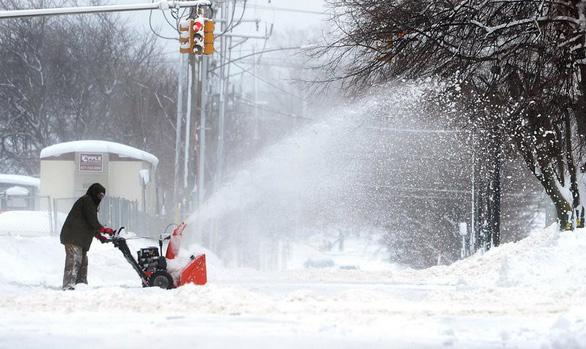 Du khách khổ sở vì bão tuyết ở Anh, Mỹ - Ảnh 7.