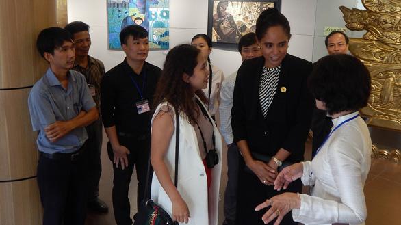 Phu nhân thủ tướng Thái Lan thăm bảo tàng Điêu khắc Chăm Đà Nẵng - Ảnh 3.