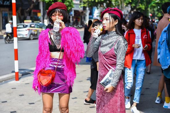 Thời trang đường phố độc lạ tại Vietnam International Fashion Week - Ảnh 11.