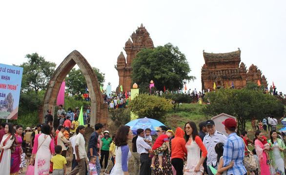 Làng gốm Bàu Trúc và Lễ hội Katê trở thành di sản quốc gia - Ảnh 1.