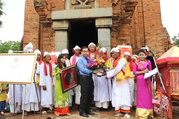 Làng gốm Bàu Trúc và Lễ hội Katê trở thành di sản quốc gia - Ảnh 3.