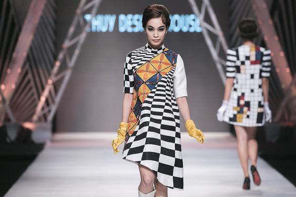 Ngô Thanh Vân đưa thời trang Cô Ba Sài Gòn lên sàn catwalk  - Ảnh 6.